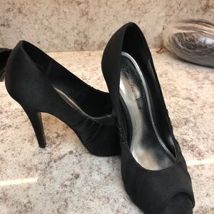 Lulu Townsend Black Pumps 6.5 M